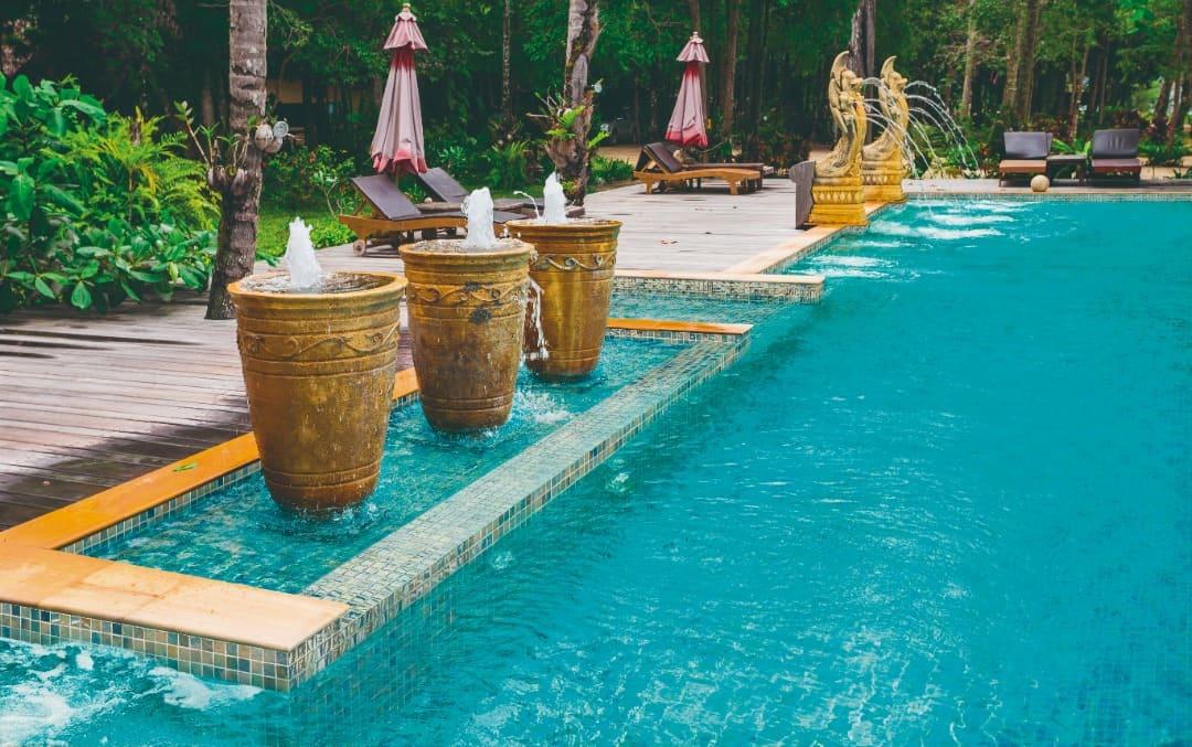 Fliesenideen für den Pool